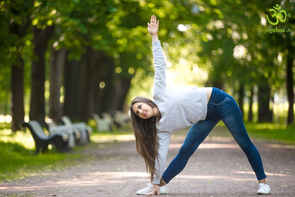 Yoga Standhaltungen: Die Dreieckhaltung (Trikonasana)
