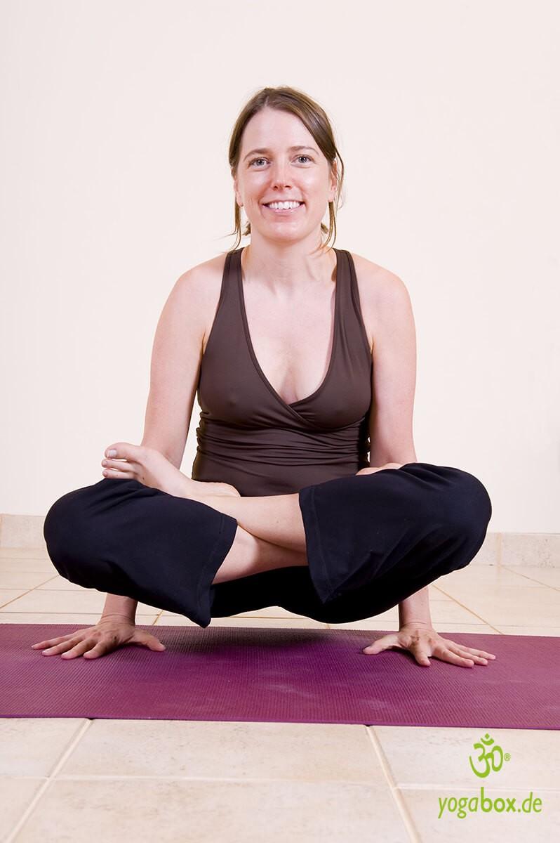 Lolasana - Ohrring Yoga Übung