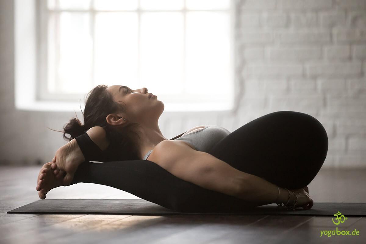 Yoganidrasana - die Schlafstellung des Yogi