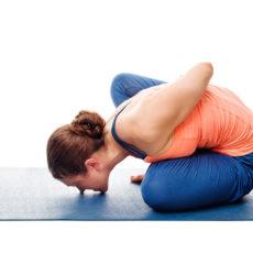 Marichyasana II - aus der Verdrehung in Flexibilität und Wohlbefinden